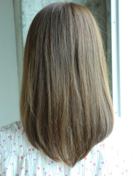 前髪短め光沢ロブスタイル